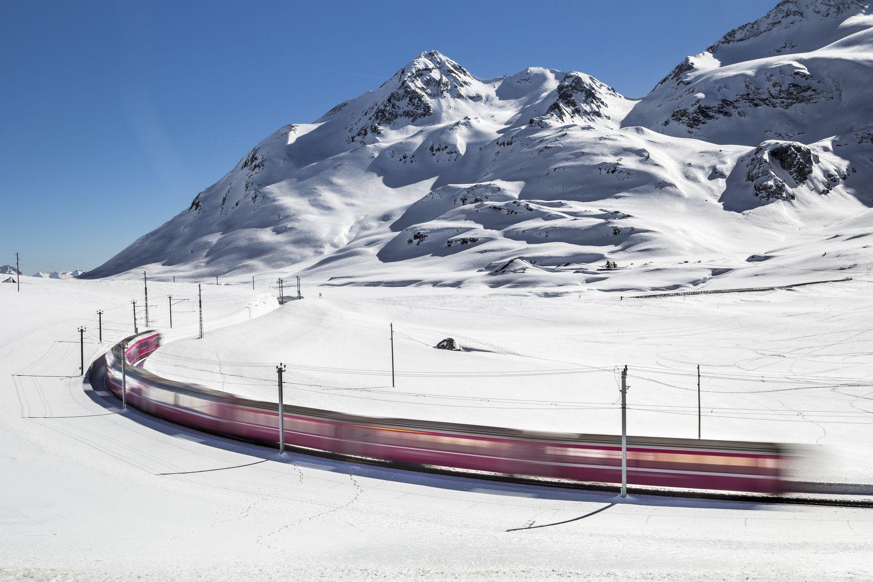 Bernina Express Zug der zwischen Italien und der Schweiz