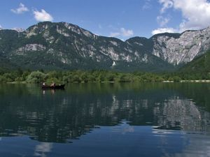 Bohinjsko jezero na colnu ukanc 1 big Mitja Sodja web